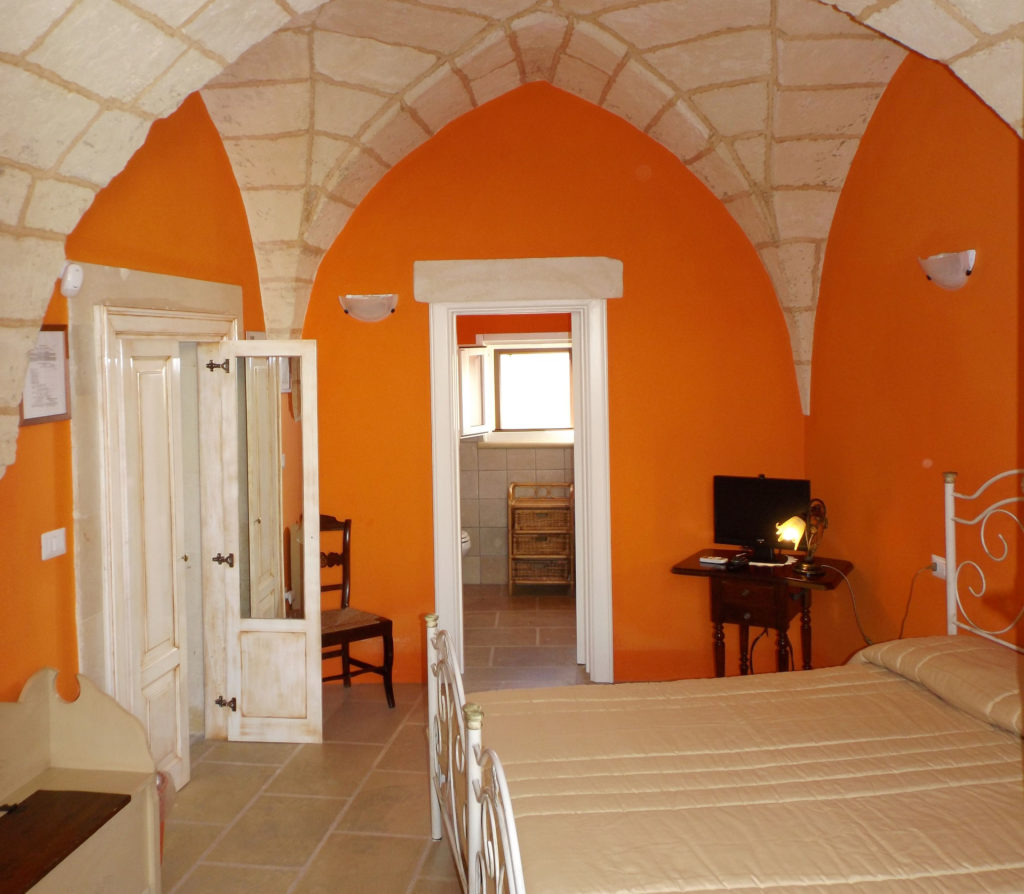 stanza-arancione-square